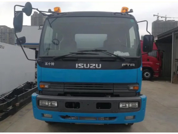 Isuzu 15000L Oil Tank Truck with Fuel Dispenser System Petrol Diesel Delivery and Refueling Truck