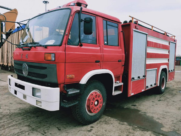 Dongfeng 6 wheels Cummins Engine 8cbm 8000liters Water Tanker Fire Fighting Truck