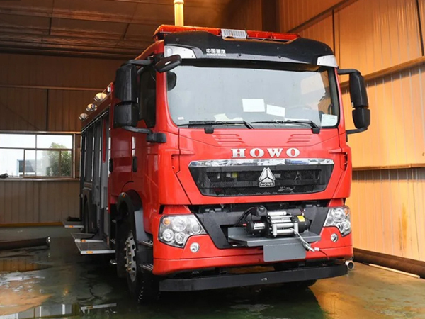 Sinotruck HOWO 266HP 5000Liter Engine Compressed Air Water Foam AB Fire Fighting Truck