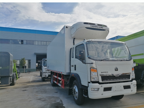 6 Wheels Sino HOWO 6m 10 Ton 15 Ton Cargo Rhd Box Freezer Refrigerator Van Truck for Meat and Fish Transport We Export to Mauritius