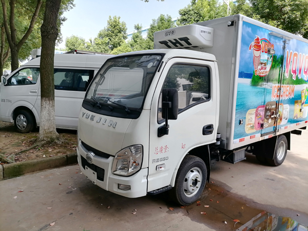 Yuejin 3 ton Refrigerated Box Van Refrigerator Freezer Cooling Truck With Iveco Technical To Transport Ice Cream