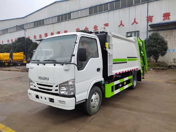 Japan Brand Isuzu ELF 190hp 700P 600P 5m3 5Ton Compactor Garbage Truck For Sale