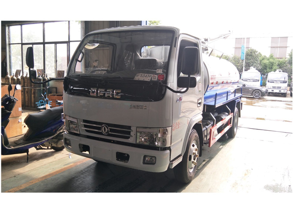 Dongfeng 8000L Vacuum Suction Droppings Fecal Truck